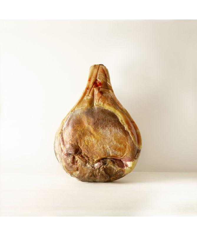Image du jambon de Bayonne  I.G.P entier désossé 12 mois d'affinage Maison Montauzer